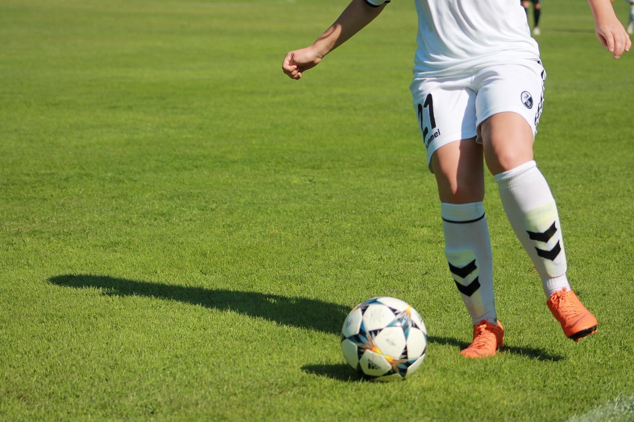 womens-football-3682353_1280